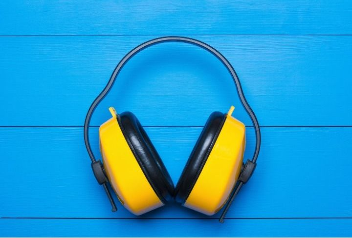 yellow-working-protective-headphones-on-painted-blue-wooden-tabl-picture-id598137192 (1)